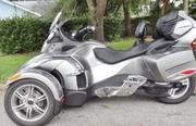 Can-Am Spyder Rt-S Only 768 Miles on It .Year 2011